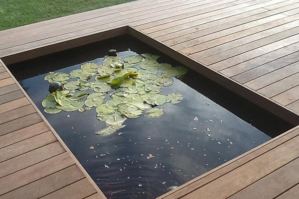 Vloer houten terrasvloer leggen : Tuinen Deflou Diksmuide : Tuinaanleg : Tuinonderhoud : Aanleg van ...